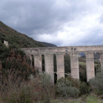 Come and see this roman aqueduct in Umbria on our ski tour