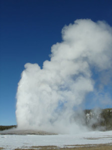 yellowstone-old-faithful-2