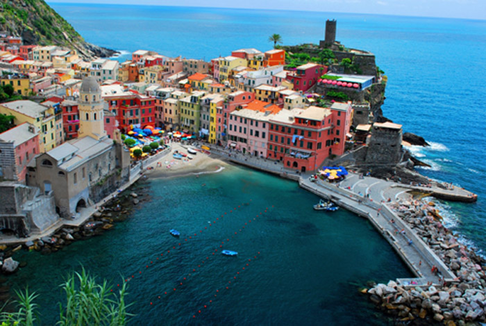 One of the villages of the Cinque Terre, a series of 5 villages, part of the Italian Riviera. After ski, sea! Why not?