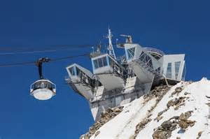 The new rotating lift now makes getting to the top of the Mirror d' Glace glacier run and the Tula glacier much much quicker and easier... a huge improvement for Courmie!