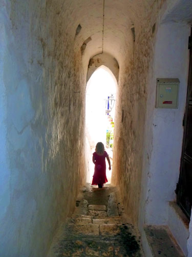 Lots of narrow places to explore in Ostuni.... very fun. Go get lost !