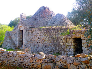 One of our favorite trulli ruins near the seashore.