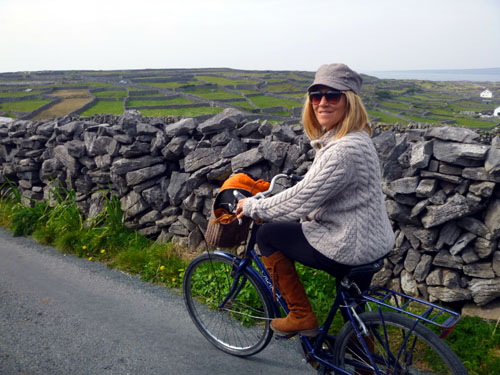 Aron Inisheer is covered with miles of ancient stone walls and pathways that make exploring by bicycle easy, fun, and very scenic.