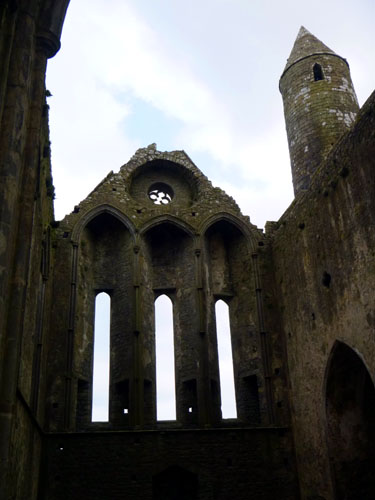 The Rock of Cashel, originally a fortress, then a cahtedral. Very vertical, very awesome!
